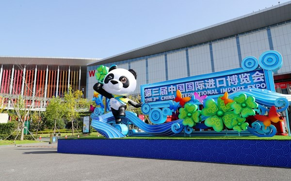Small countries score big success at import expo