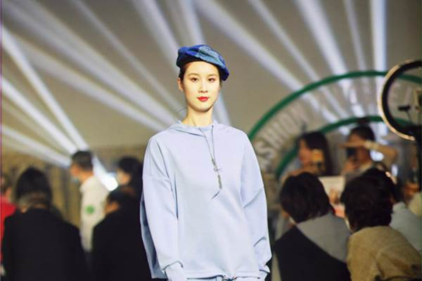 Fashion week held during 128th Canton Fair